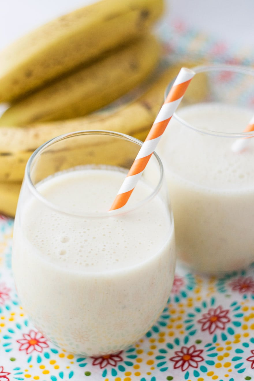 Banana Cinnamon Smoothie - a sweet, filling breakfast drink to boost your energy in the mornings!